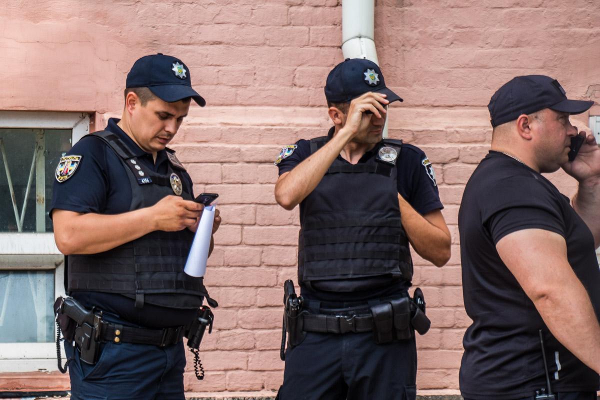 """Один из организаторов акции, говоря о полиции, заявил: """"Пацаны, если они полезут, собираемся вместе и будем ломать их""""."""