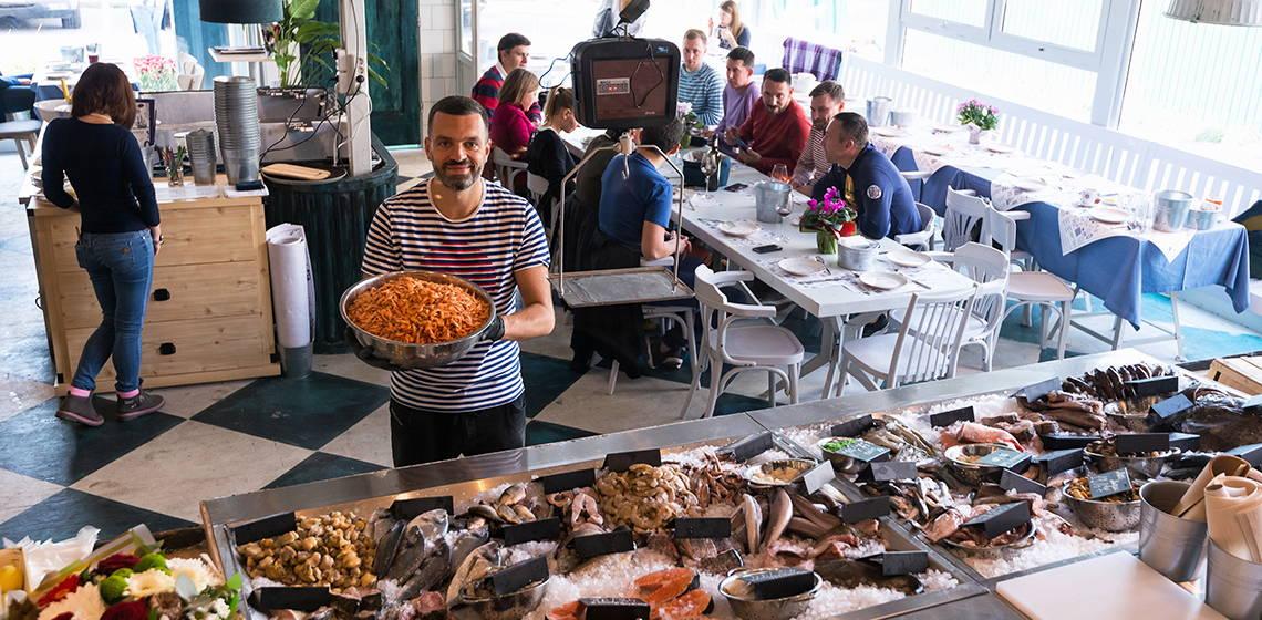 На проспекте Победы открыли заведение со свежей рыбой и устрицами