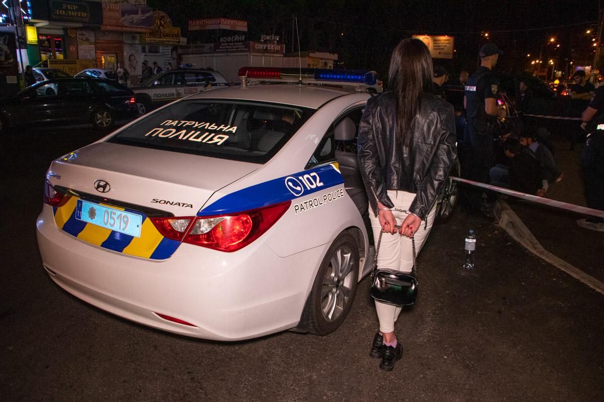 """Несколько посетителей заведения """"Каспий"""" на Оболони устроили перестрелку и скрылись, однако их удалось задержать"""