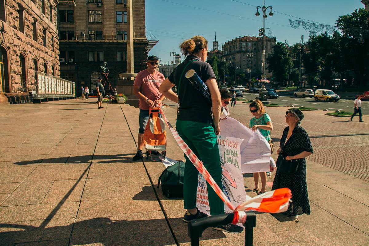 В Киеве возле КГГА собрались жильцы аварийного дома Тверского тупика