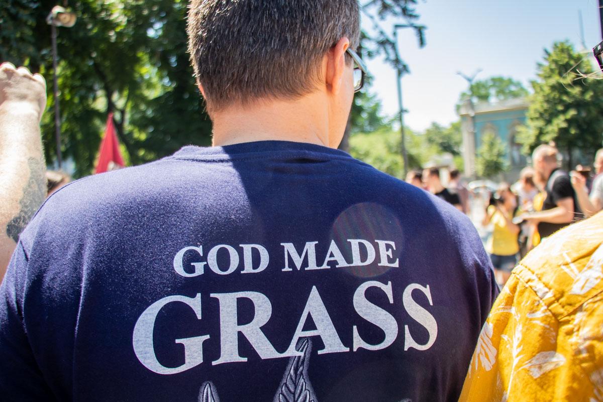 """Также на """"Конопляном марше"""" присутствовали и люди, которые требовали не просто легализации, а полной декриминализации марихуаны"""