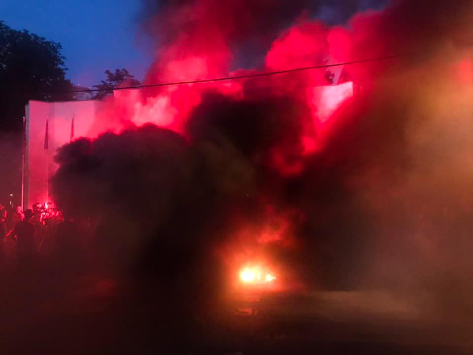 3 июня здание МВД затянуло густым дымом