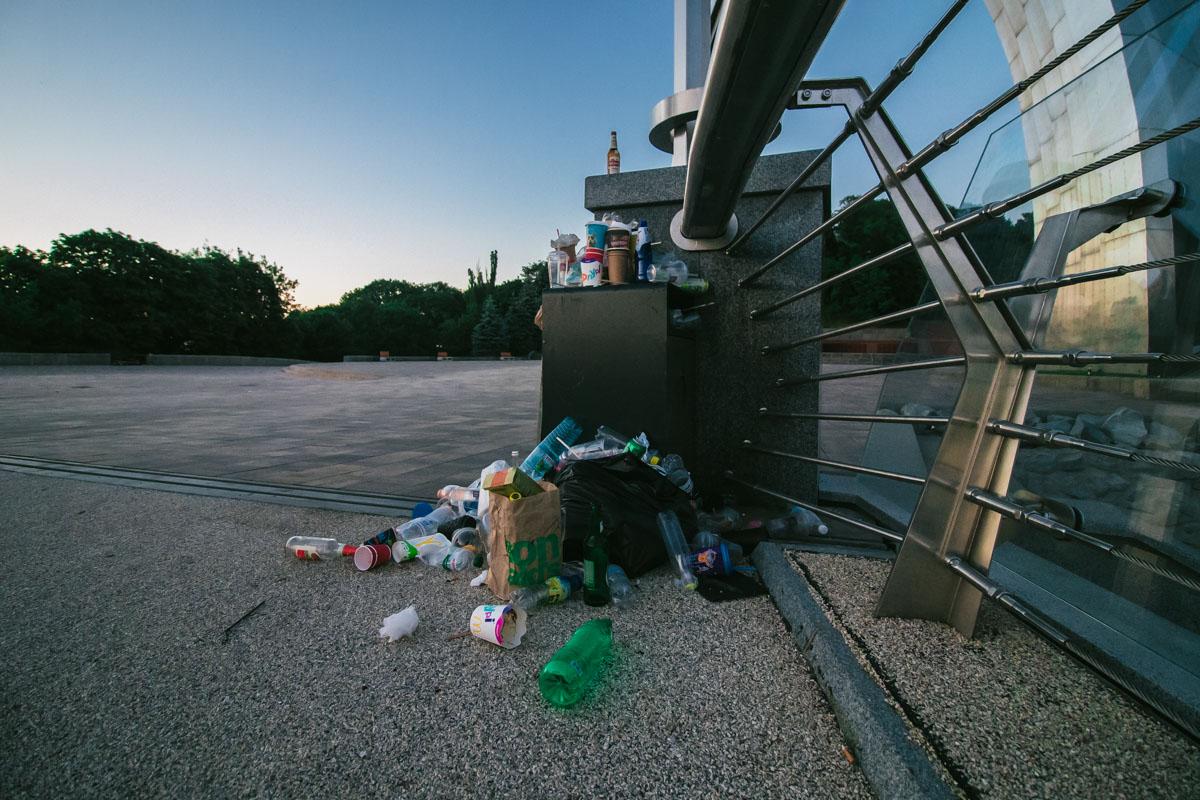 Собрать мусор в пакет и донести до больших баков - не так просто