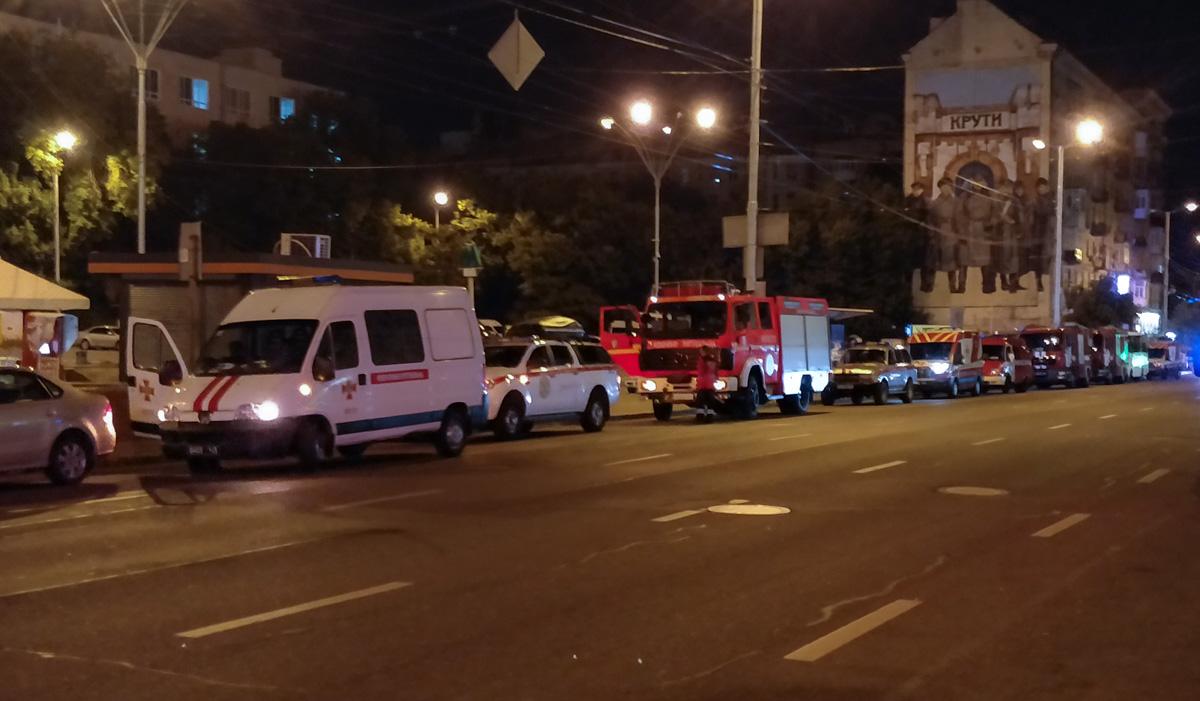 В ночь на 13 июня в Киеве на станции метро«Дворец Украина» прошли полномасштабные спасательных служб