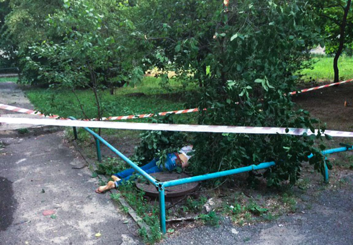 В ночь на 14 июня в Киеве по адресу Русановская набережная, 20 обнаружили труп женщины