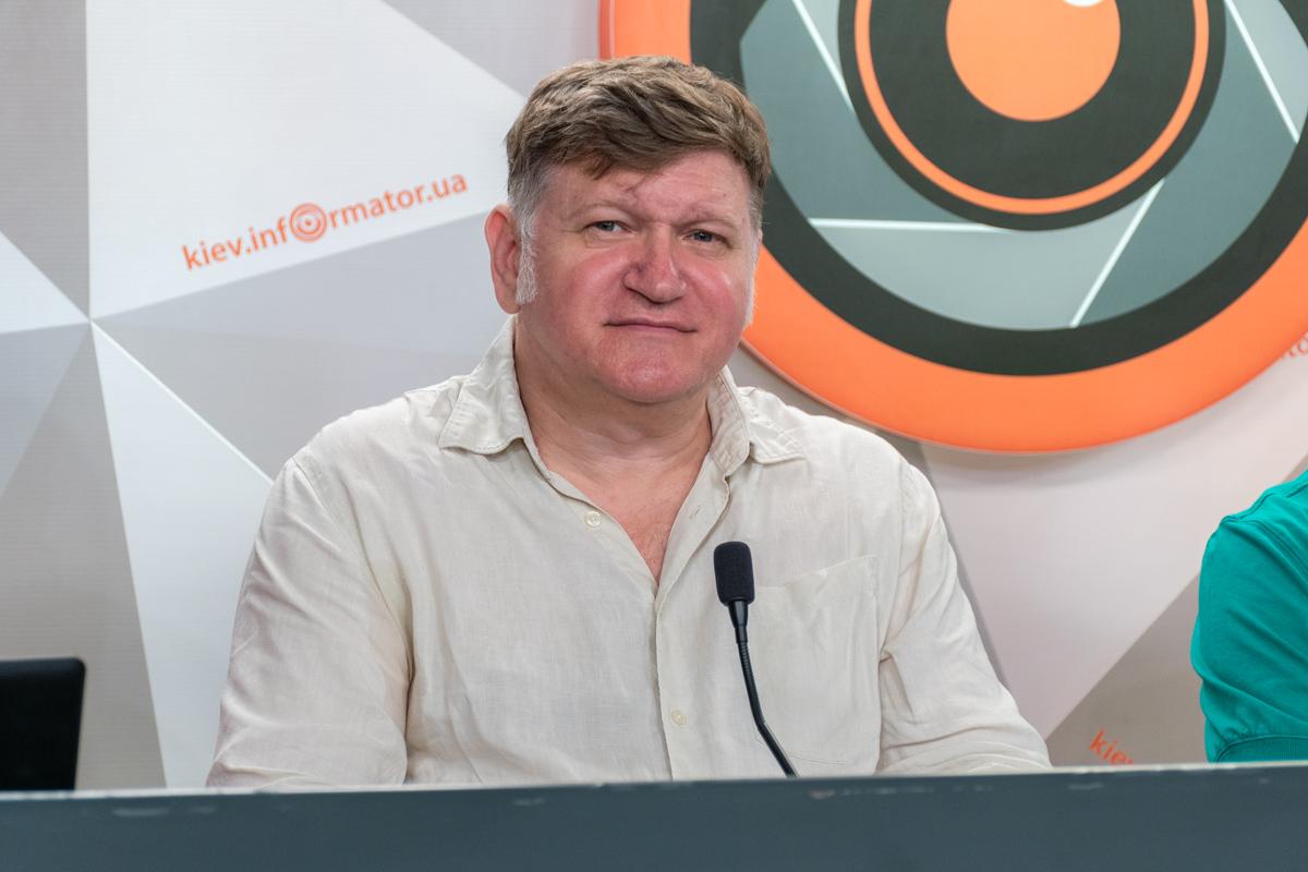Евгений Карась - арт-менеджер, основатель и куратор Карась Галереи