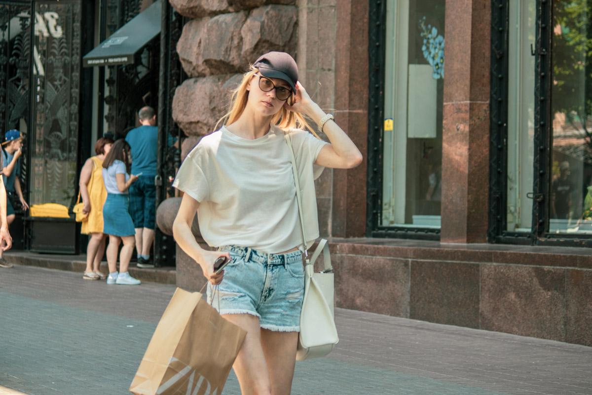 А вы знали, что в магазинах стартовали летние распродажи? Только тсссс!!!