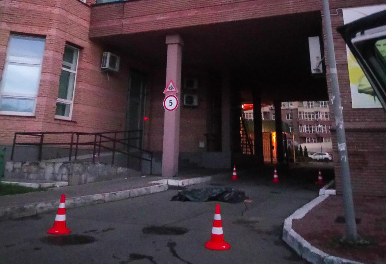 В ночь на 6 июня в Киеве по адресу улица Кудряшова, 20б нашли труп женщины
