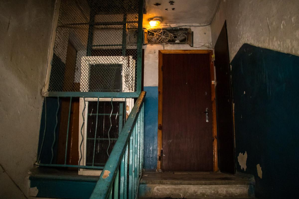 В квартире №30 обнаружили разлагающийся труп 24-летнего парня