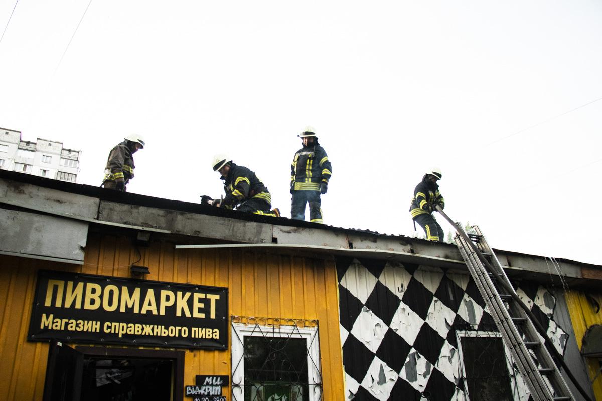 В Киеве на Будищанской загорелся пивной магазин