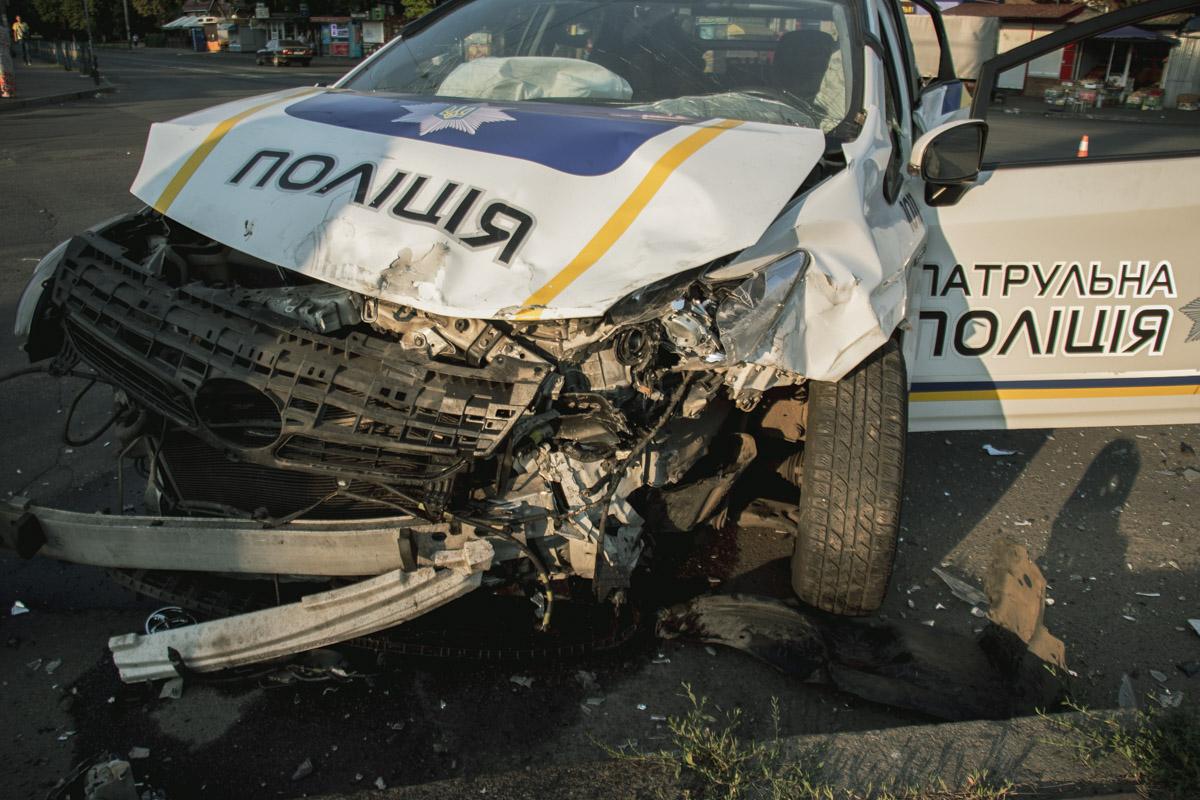 Авария произошла в момент, когда правоохранители участвовали в погоне за другим нарушителем