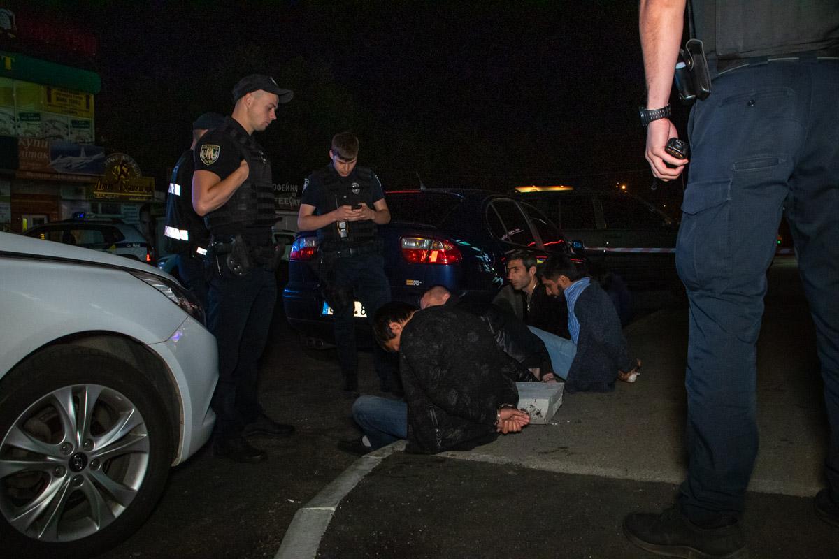 Группу подозреваемых задержали в Днепровском районе