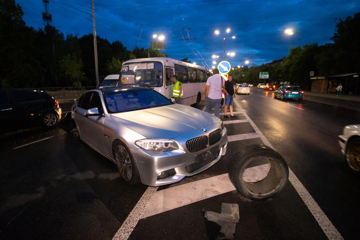 На Телиги BMW влетел в автобус
