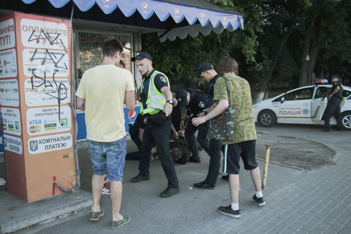 Сотрудники полиции задержали еще одного мужчину - участника драки