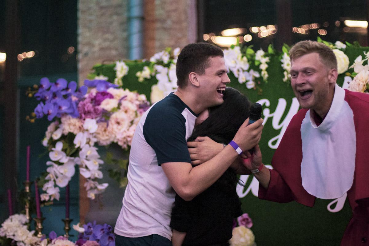 Матерные шутки падре на свадьбах были уж слишком хороши!
