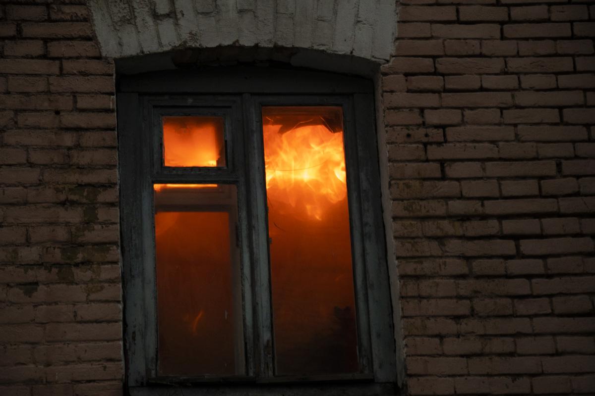 Спасатели долго не могли пробраться к очагу возгорания