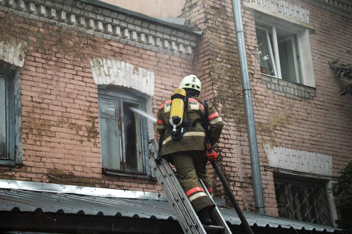 На тушение пожара подавали три ствола