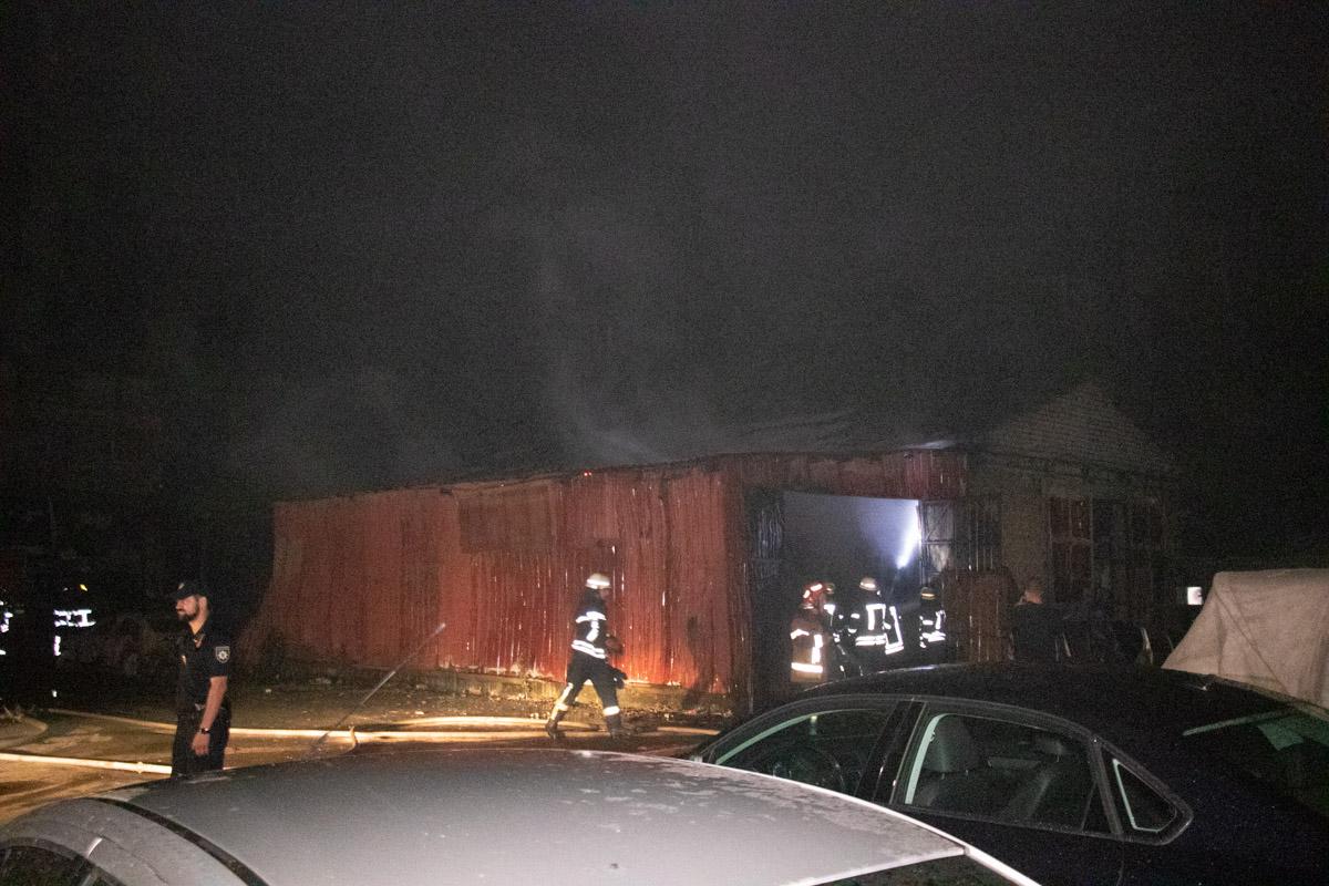 Пожар распространился на площадь около 120 квадратных метров