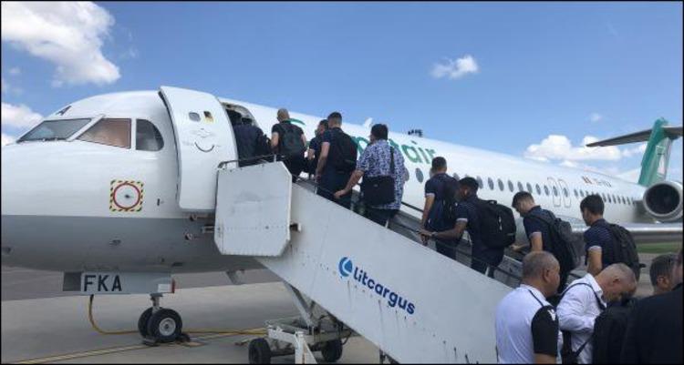 Сборная Люксембурга по футболу прилетела во Львов из Вильнюса на неисправном самолете