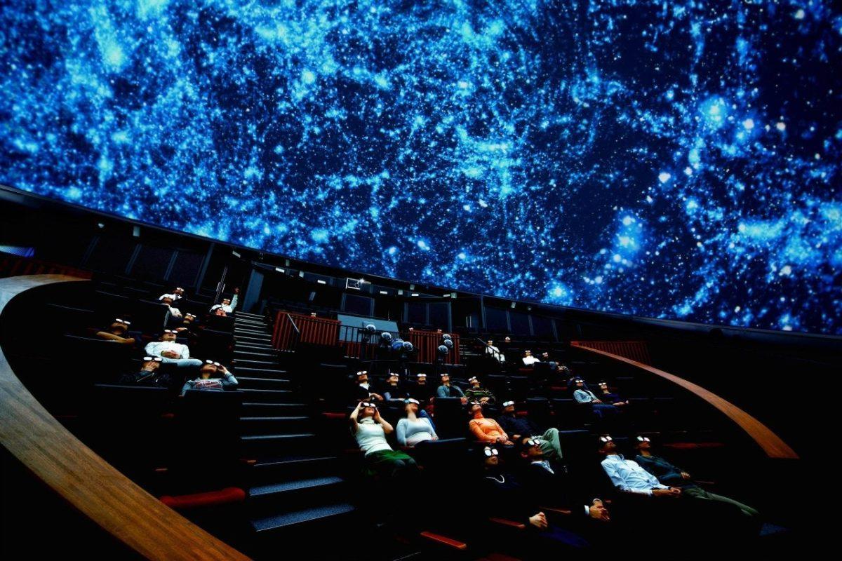 Сочетание классической музыки и потрясающей визуализации на куполе планетария могут вдохновить и зарядить силами на последний рабочий день