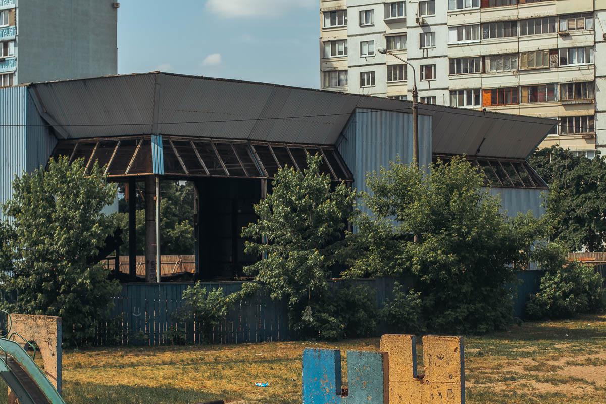 Сейчас, глядя на это здание, остается только надеяться и верить в успех реконструкции