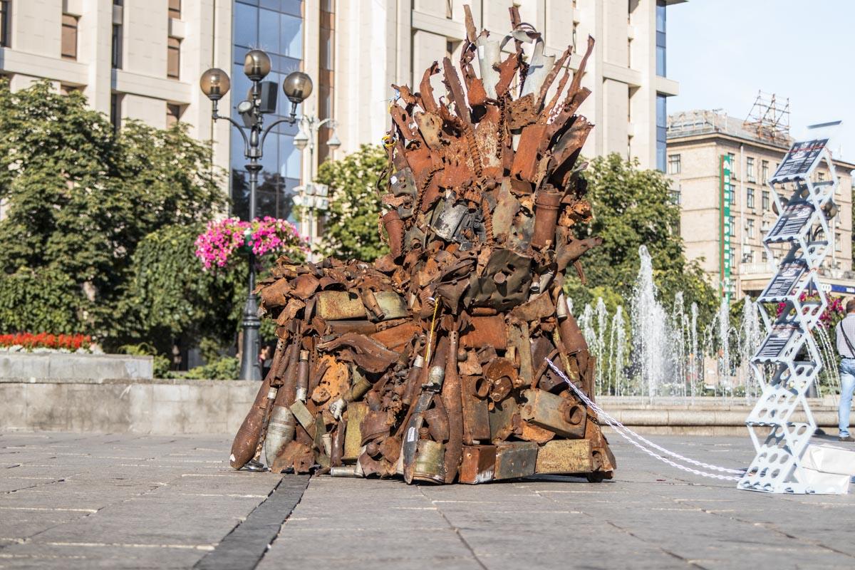 """Вскоре после создания """"Железный трон Востока"""" продали на благотворительном аукционе за 150 тысяч гривен"""