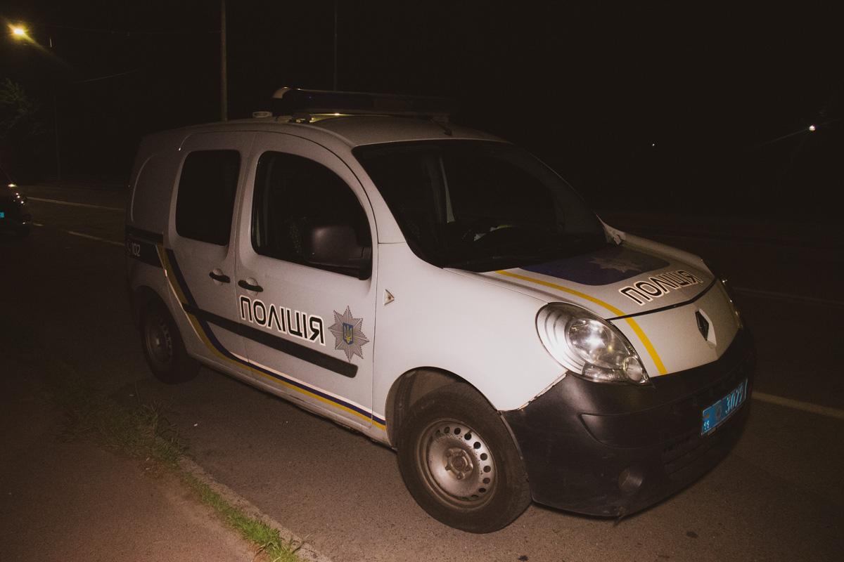 На место происшествия прибыла следственно-оперативная группа и два экипажа патрульной полиции