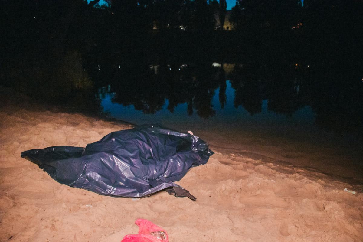 После так называемого трюка мужчина еще несколько минут плавал в озере