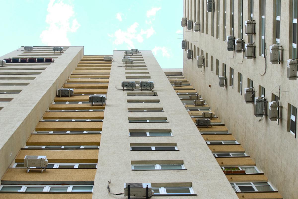 В жилом доме по адресу бульвар Перова, 10а в своей квартире погиб нардеп партии «Народный фронт» и военный Дмитрий Тымчук