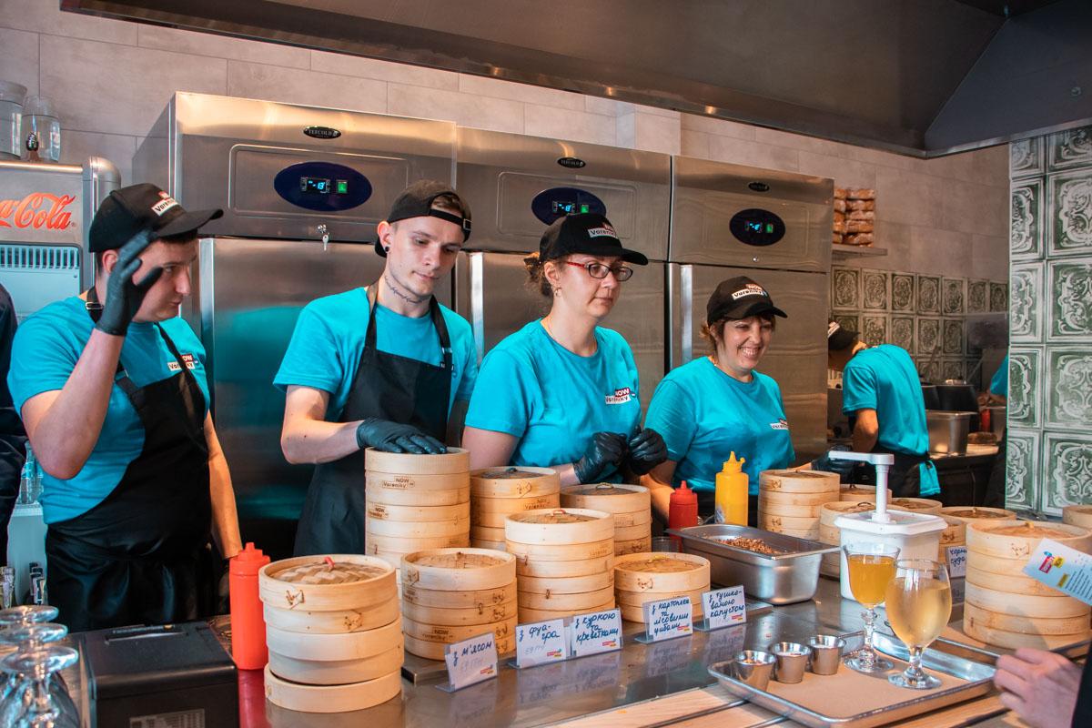 Персонал поможет вам определиться с блюдами и даст рекомендацию