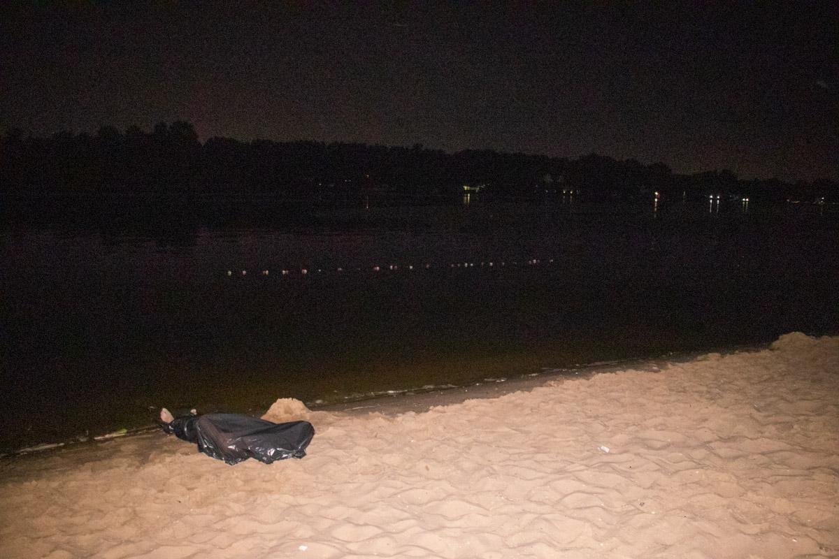 На центральном пляжа по улице Никольско-Слободской утонул мужчина