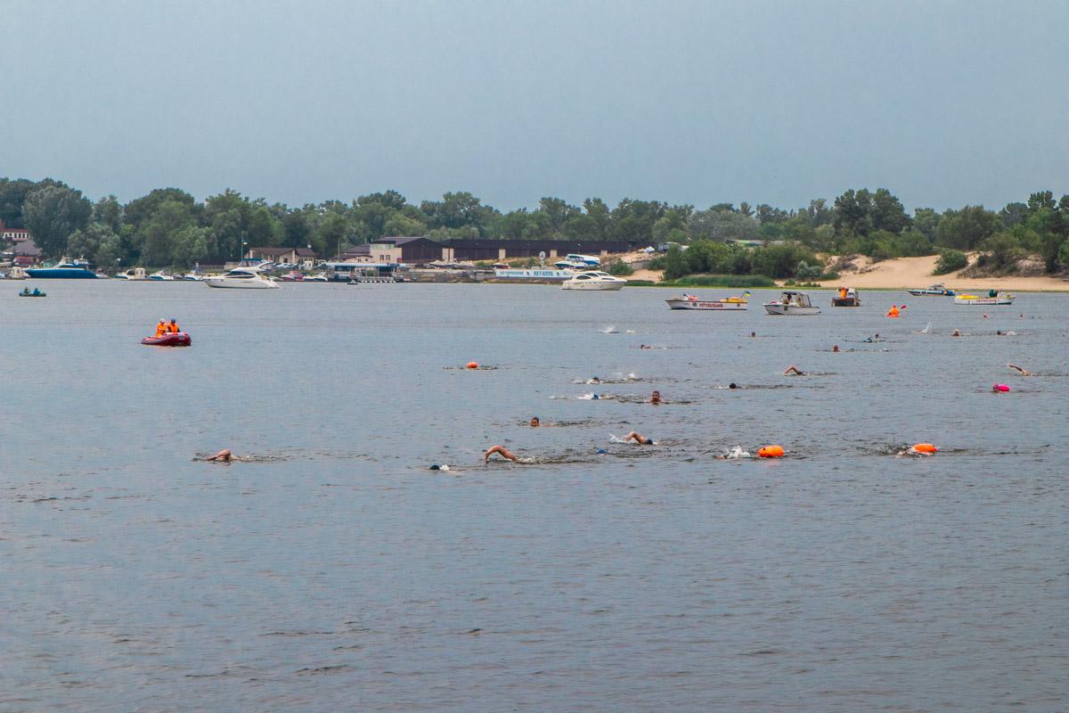 На берегу Днепра стартовал заплывSwim across Dnipro