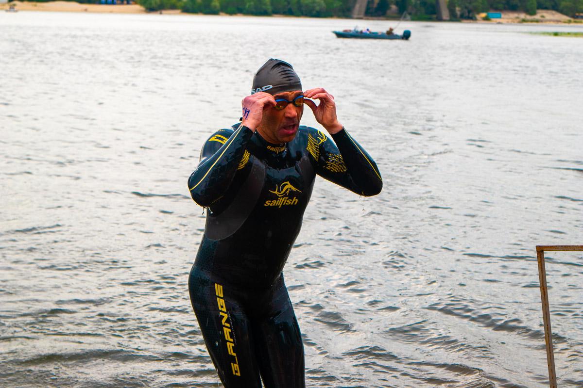 В этот день все желающие смогли поучаствовать вв заплыве на 550 метров через Днепр