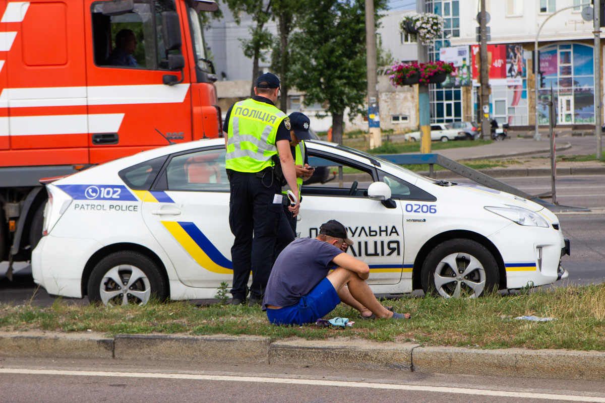 В результате ДТП пострадал водитель и пассажир легковушки