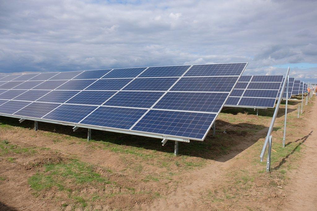 Днепропетровской области, недалеко от Никополя, работает самая крупная и мощная солнечная электростанция в Украине