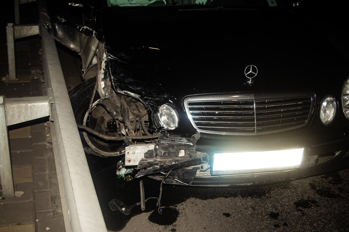 Mercedes не поделил дорогу с таксистом на Volkswagen