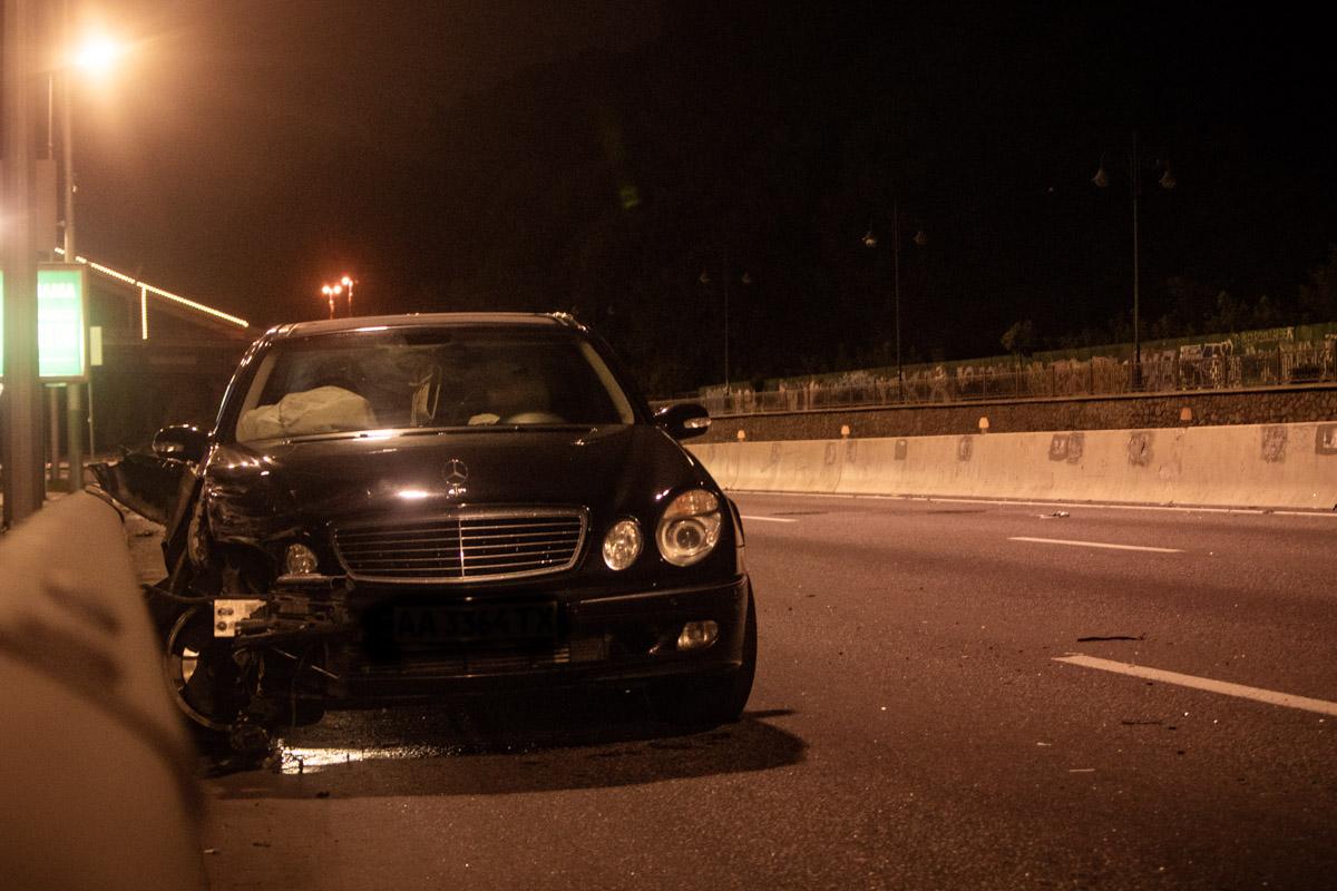 Ночью на Набережном шоссе столкнулись два автомобиля