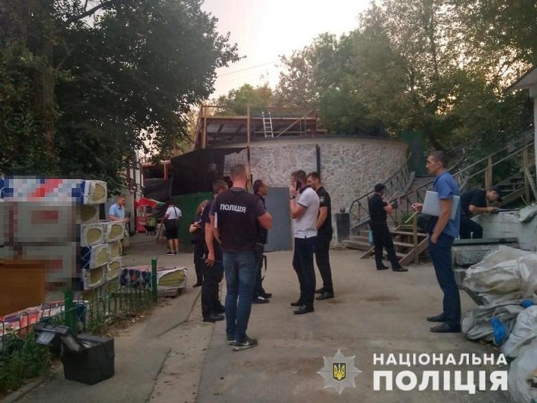 На территории рынка на улице Михаила Бойчука произошел конфликт между двумя мужчинами и охранником
