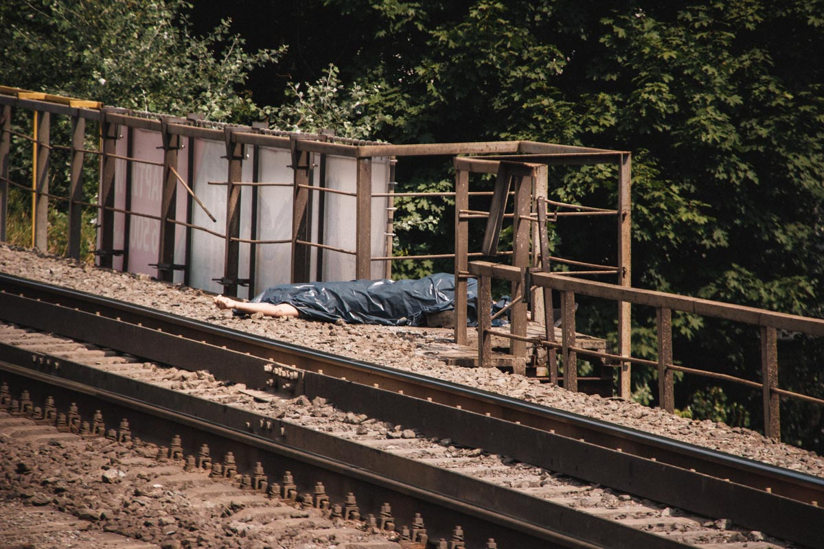 На железнодорожной станции «Сырец» поезд сбил человека