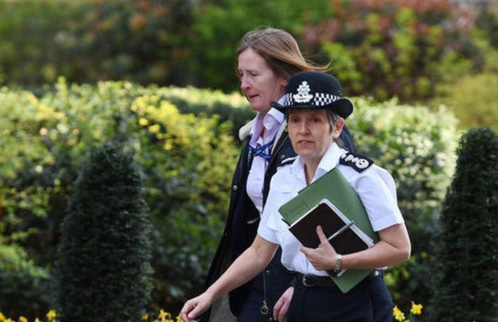 В саду дома в Лондоне нашли труп мужчины, который выпал из отсека шасси самолета