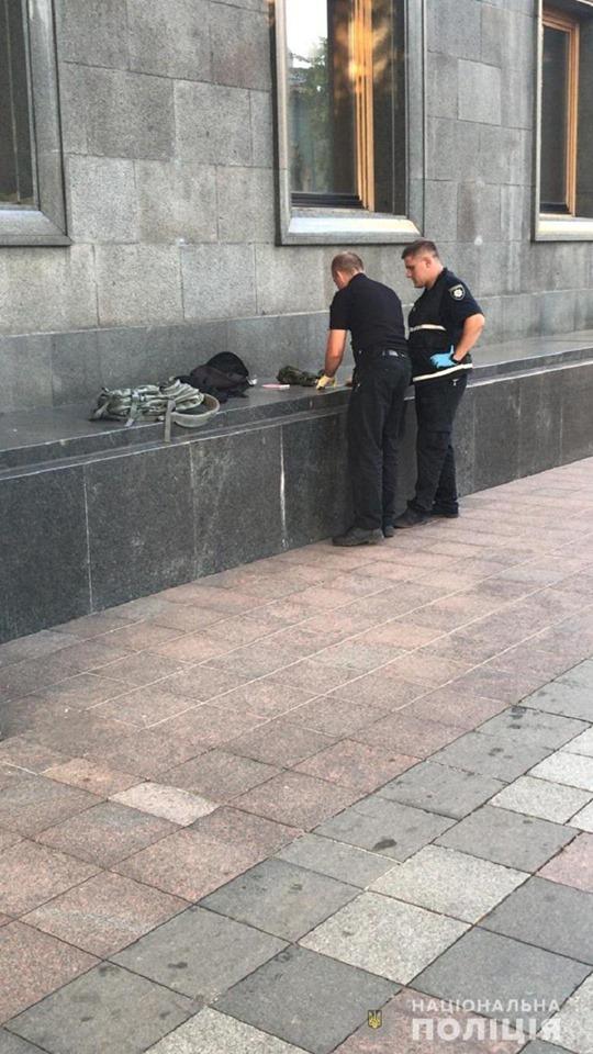 Во время поверхностного осмотра стражи порядка обнаружили у парня гранату и запал