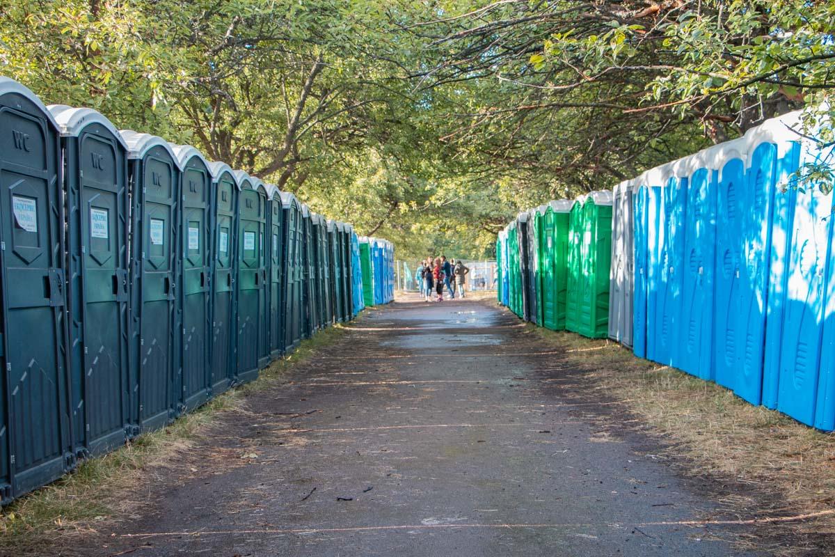 Согласно анонсу, для VIP-гостей есть отдельные туалеты