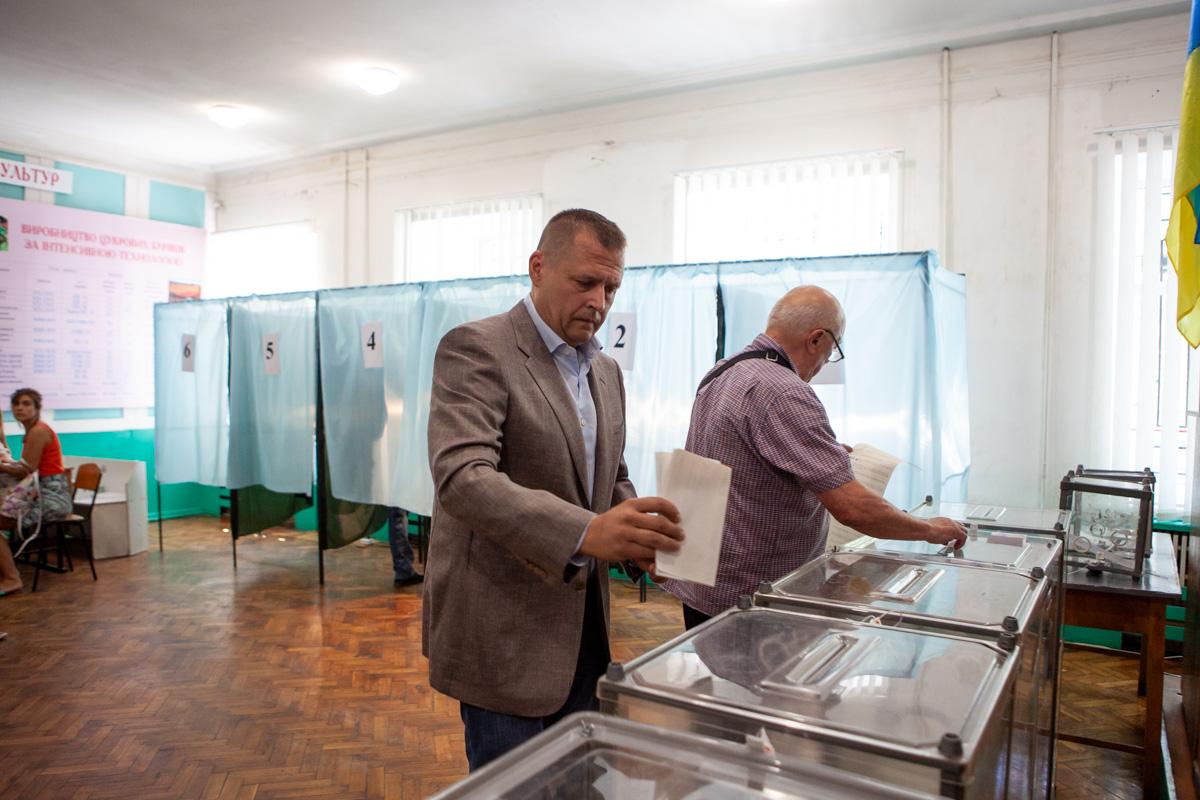 Мэр Днепра Борис Филатов проголосовал на выборах в Верховную Раду
