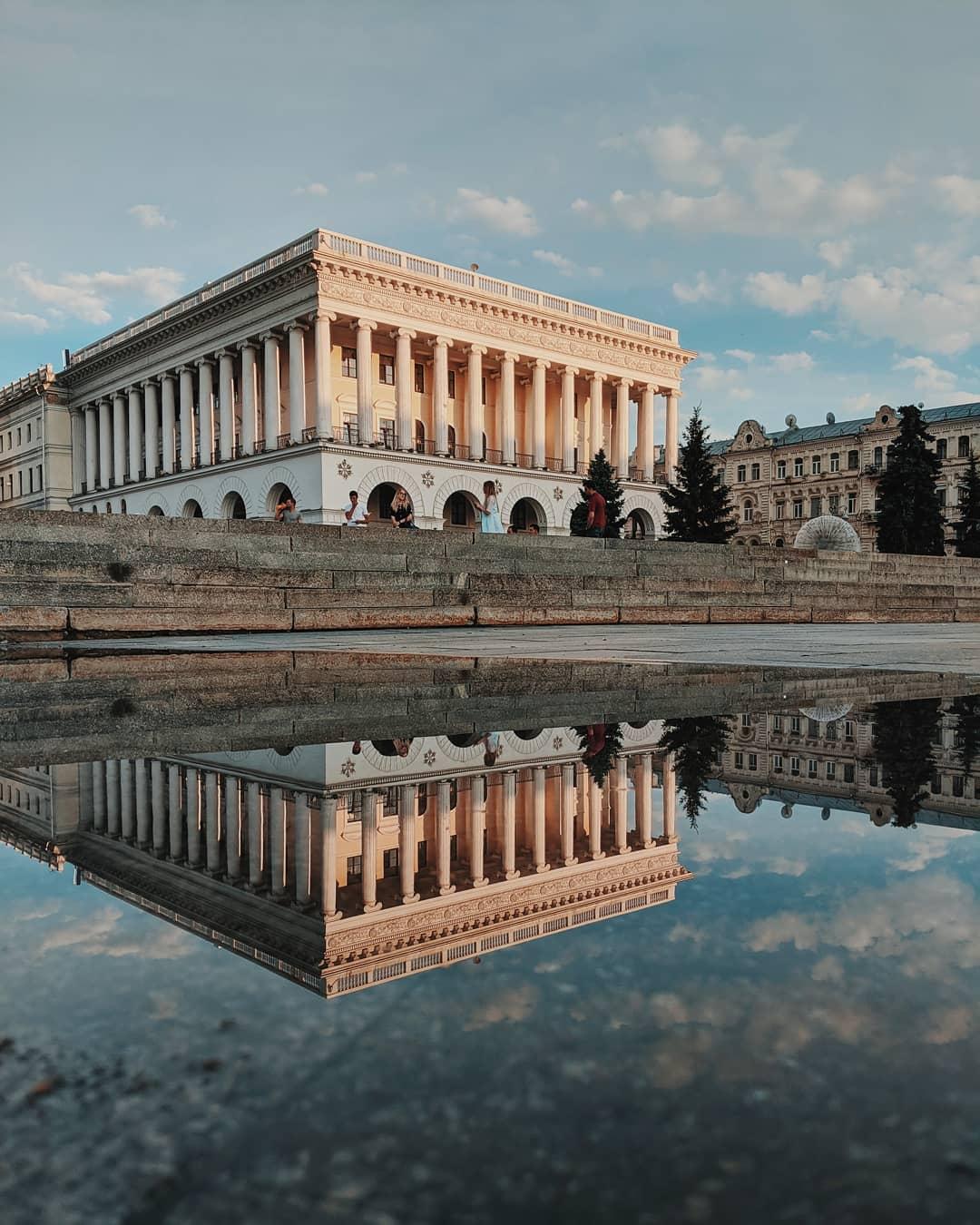 Музыкальная академия имени Чайковского выглядит очень красиво и воздушно. Что уж говорить, когда академий сразу две? Вот и @lad.pyatigor задался вопросом