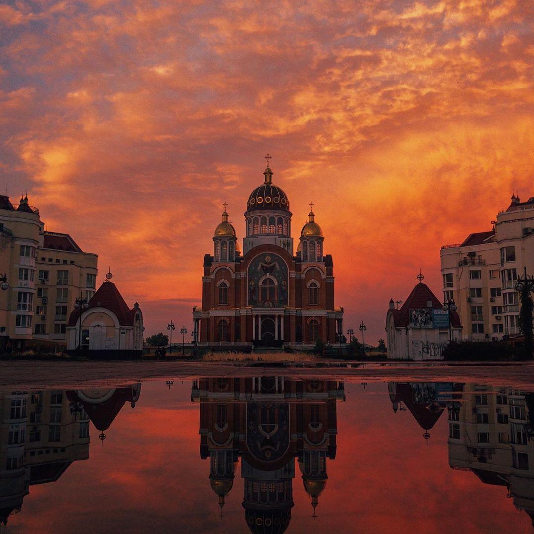 Нет, это не картина. Это @vlad.vasylkevych поймал все лучшее, что есть в Киеве и сделал настоящее чудо