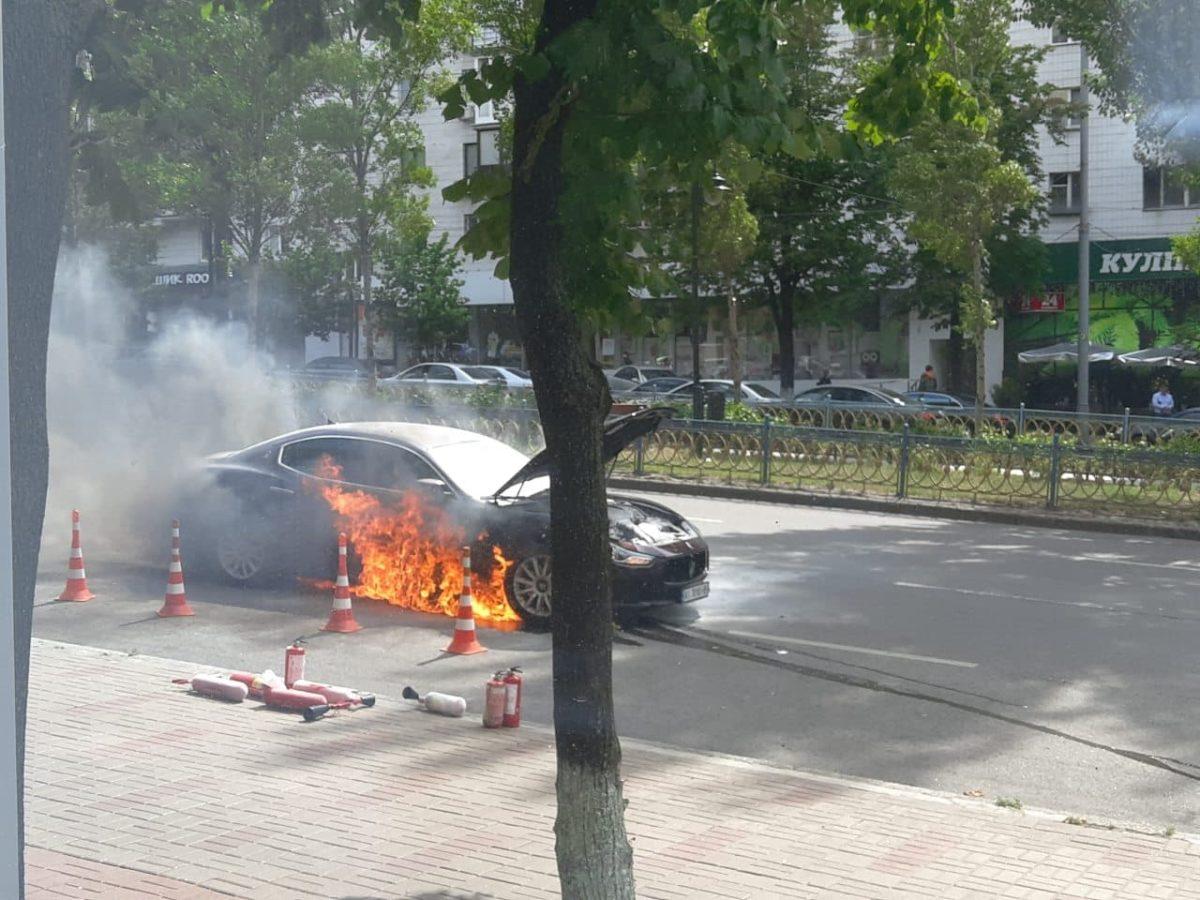 Несмотря на старания очевидцев, потушить огонь у них не получилось
