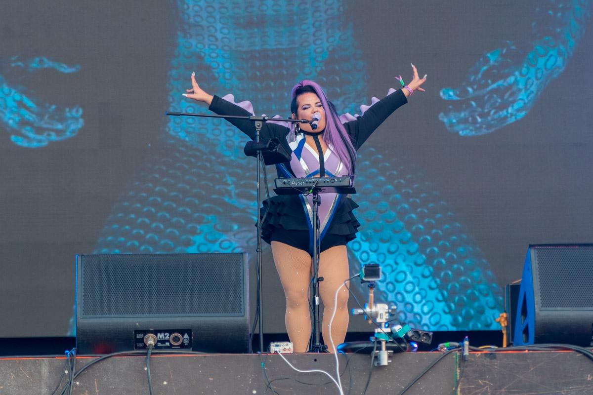 Netta на сцене была одна, но заполнила всю ее своей харизмой!