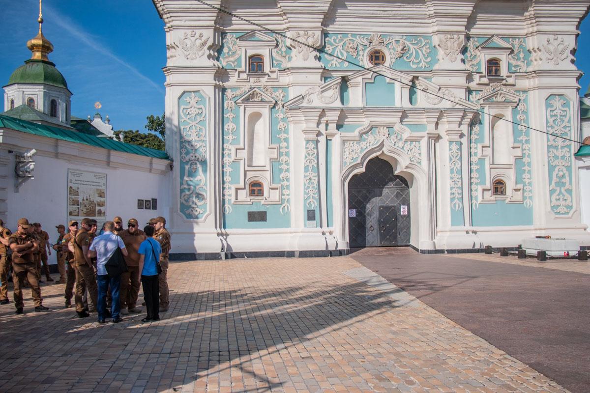 Вход в Софийский собор