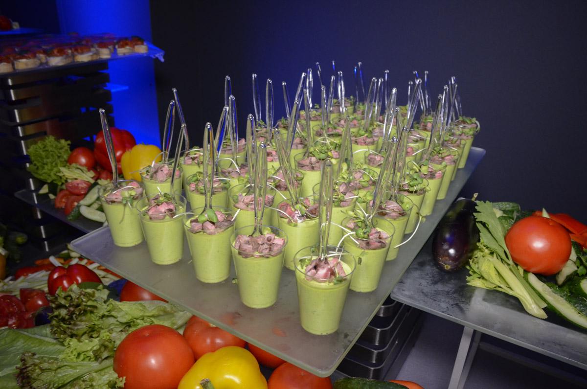 Для тех, кто ведет здоровый образ жизни, был широкий выбор фруктов и овощей