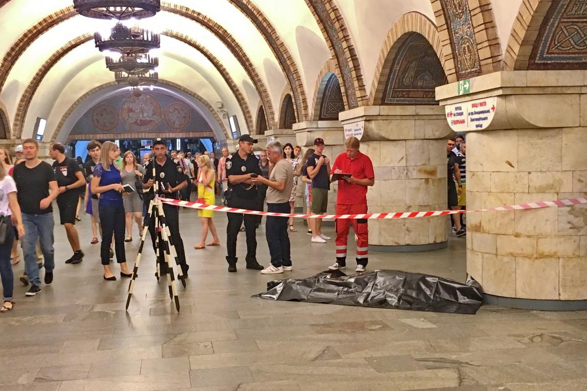 В Киеве на перроне станции метро «Золотые ворота» умер мужчина